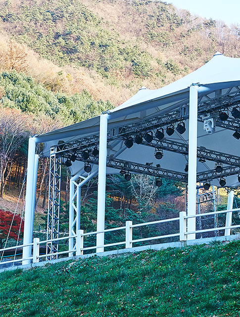 VALLEY<br> OUTDOOR STAGE